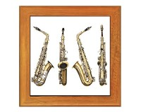 Dessous de plat : 4 vues du saxophone