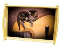 Plateau repas en bois : Chaton sur une guitare